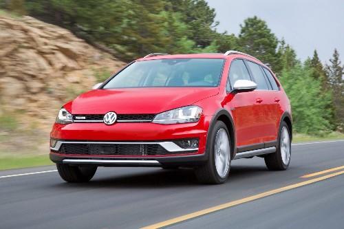 2017 Volkswagen Golf Alltrack Starts at $26,670, Nets 22/30 MPG