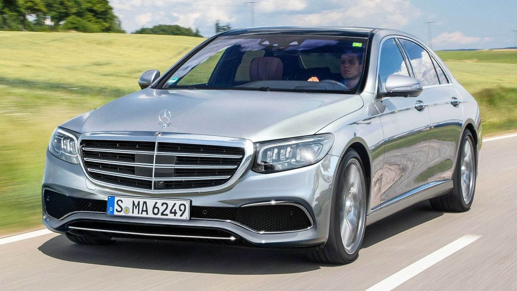 2021 Mercedes-Benz S-Class Out-Screens Tesla Model S, Everything Else