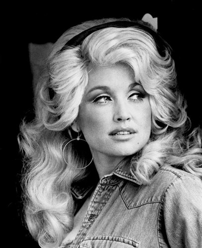 "Dolly Parton's ""Jolene"" Song Is Completely Transformed When Slowed to 33 RPM"