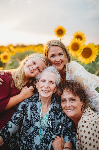 Multi-Generation Family Photos Feature Beautiful Portraits of Four Women
