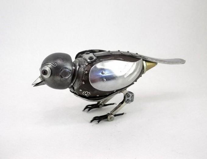 Metal Craftsman Recreates Animals as Moving Steampunk Sculptures