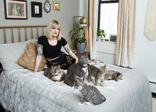 "Interview: Photographer Debunks the ""Crazy Cat Lady"" Stereotype with Over 300 Portraits"