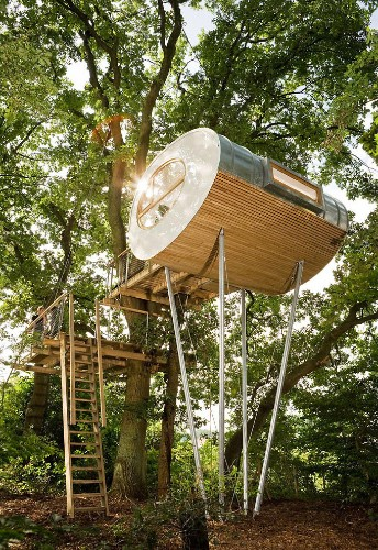 Modern Tree House Offers a Cozy Minimalist Escape in the Woods