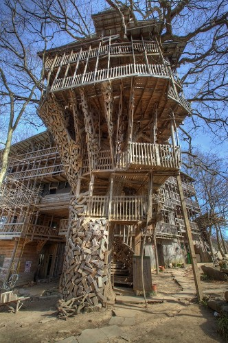 Man Spent 15 Years Building a Massive 5-Story Tree House