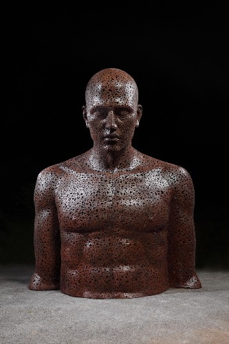 Life-Size Sculptures Made of Bicycle Chains Express Powerful Human Emotions