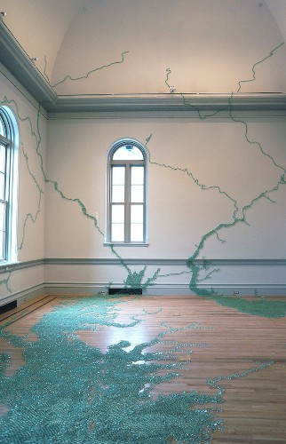 Vibrant Room-Sized Installations Turn Smithsonian Gallery into a Larger-Than-Life Work of Art