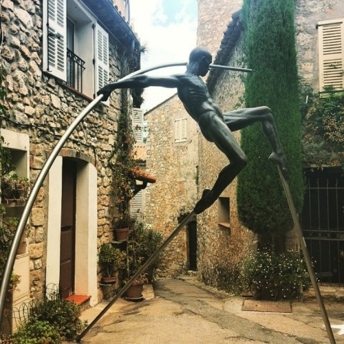Dynamic, Figurative Sculptures Balance Precariously on the Streets of Historic Village