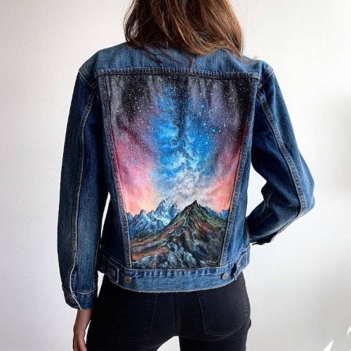 Artist Paints Landscapes on Jackets Turning the Wearer into a Walking Art Gallery