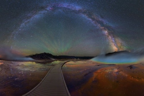 Mesmerizing Photos Capture the Colorful Glow of the Milky Way Over Yellowstone National Park
