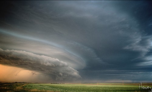 Adventurous Photographer Captures Thrilling Thunderstorms