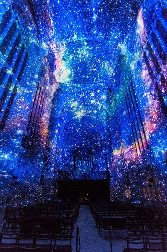 Projection Mapping on King's College Chapel Blends 16th-Century Gothic Architecture with Contemporary Art