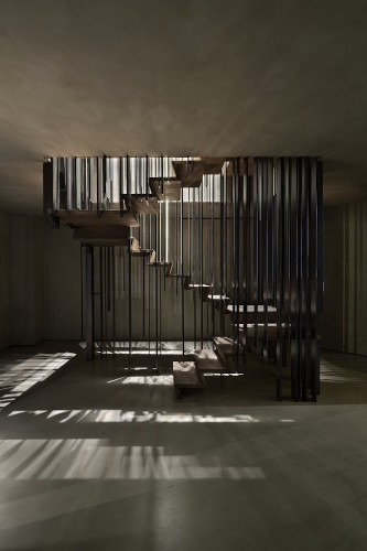 Dramatic Staircase Changes Its Appearance Based on Your Perspective