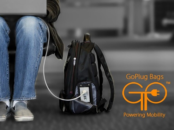 """""""GoPlug"""" Charging Bag Powers Up Devices as You Use It"""