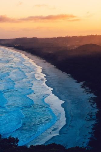Stunning Seascape Photos Capture the Fluid Grace of Waves on an Australian Beach