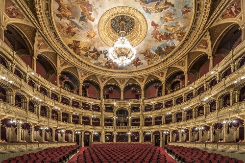 Photographer Captures Visually Satisfying Symmetry of Budapest's Ornate Theaters
