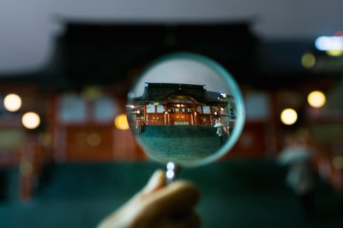 Magnifying Glass Reveals In-Focus Tokyo Among a Dazzling Blurred Landscape