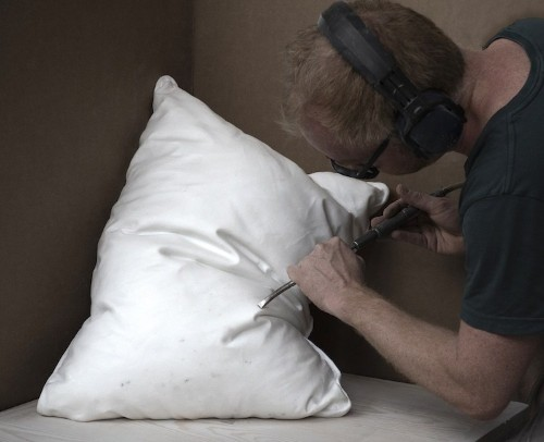 "Norwegian Artist Sculpts ""Plush"" White Pillows From Blocks of Marble"