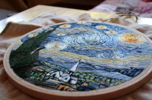 "Artist Beautifully Reimagines Van Gogh's ""Starry Night"" in Detailed Embroidery"
