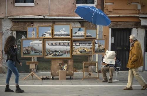 Banksy se autoinvita a la Bienal de Venecia y monta un stand no autorizado