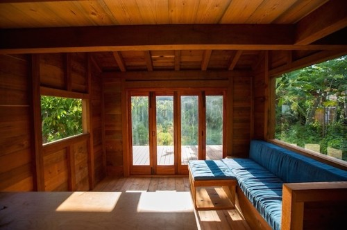 Tiny Hawaiian Cabin Feels Roomy with Just 200 Sq. Feet of Space