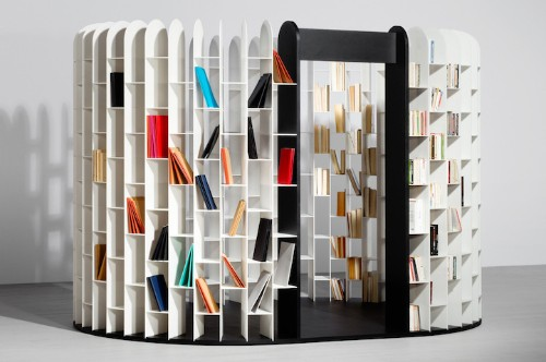 All-Encompassing Bookshelf Allows Readers to Be Surrounded by Their Favorite Books