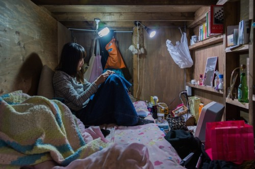 Eye-Opening Portraits of People Living in Cramped Capsule Hotels Hidden in Tokyo