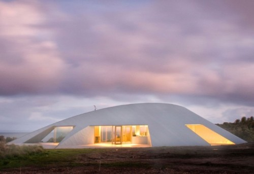 Australia's Rural Fortress Inspired by Sand Dunes
