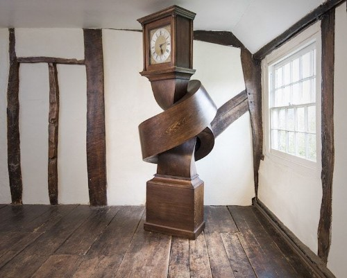 "Illusion Artist ""Ties"" Fully Functioning Grandfather Clock Into a Knot"