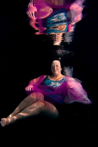 Underwater Project Helps Cancer Survivors Rediscover Their Beauty