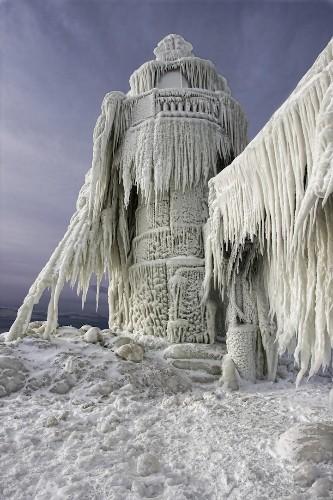 Beautiful Photos of Frozen Lighthouses on Lake Michigan