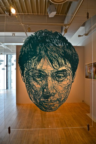 Elaborately Sliced Paper Reveals Detailed Portraits
