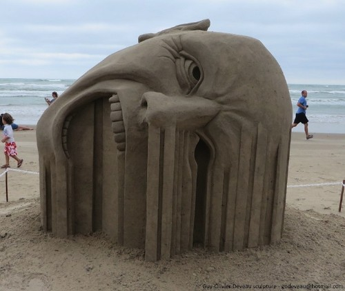 "Incredible ""Bleeding"" Sand Sculpture by Guy-Olivier Deveau"