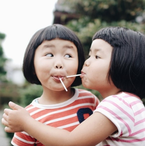 Father Documents the Playful Adventures of His Adorable Twin Daughters