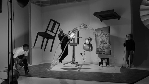 "Photographer Recreates Philippe Halsman's Iconic 1948 ""Dalí Atomicus"" Image"