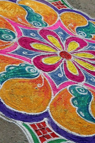"Indian Folk Art ""Rangoli"" Uses Colorful Flour and Rice in Stunning Designs"