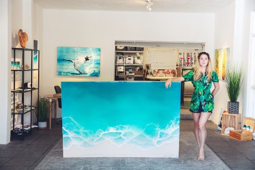 Interview: Ocean-Loving Artist Creates Photorealistic Seascape Paintings with Resin