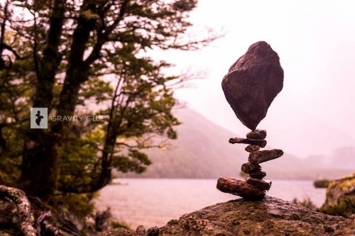 Artist Balances Rocks to Create Beautifully Gravity-Defying Towers of Zen