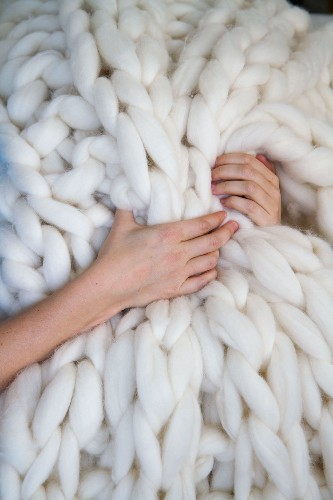 Craft an Oversized Chunky-Knit Blanket in Just a Few Hours