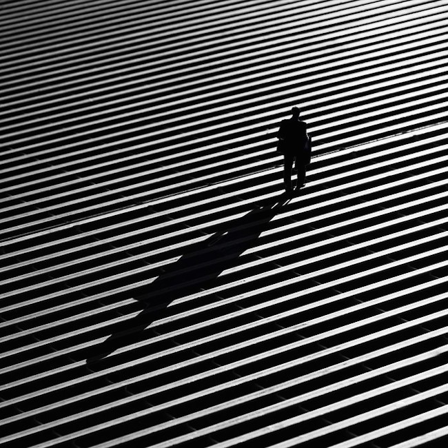 Striking Street Photos Explore the Dramatic Interplay of Light and Shadow