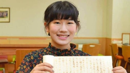 """Estudiante japonesa se saca 10 en su clase de ninja por entregar un ensayo """"en blanco"""""""