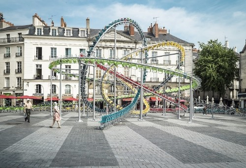 "1,200 Chairs Are Turned into a Dynamic ""Roller Coaster"" in French Public Square"