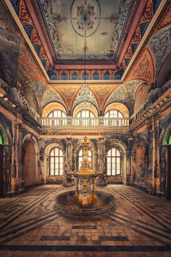 Fascinating Photos Highlight the Forgotten Beauty of Abandoned Buildings