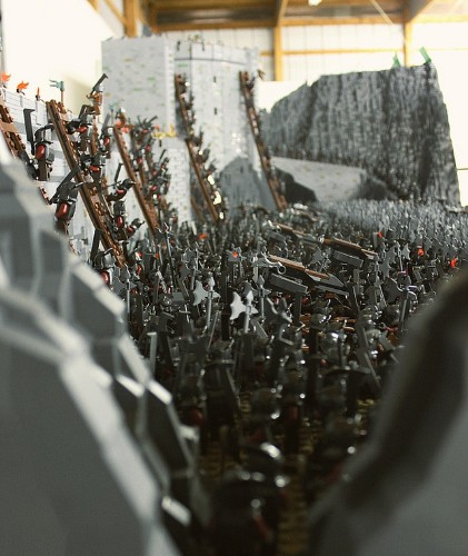 Mind-Blowing LEGO Recreation of LOTR's Helm's Deep Battle