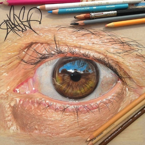 Stunning Hyper-Realistic Eyes Created Using Colored Pencils