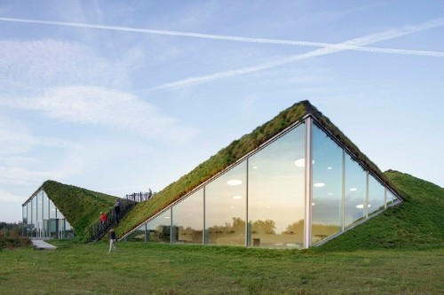 Grass-Covered Rooftop Converts Dutch Museum into Ecological Cultural Attraction