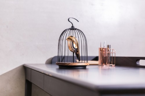 Elegant Bird-Shaped Speaker Sings You a Song as It Lights Up Your Home
