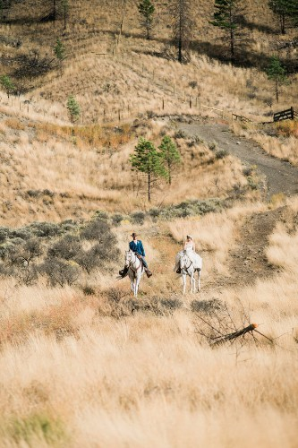Perfectly-Timed Photo of Horses Galloping Through Couple's Wedding Portrait