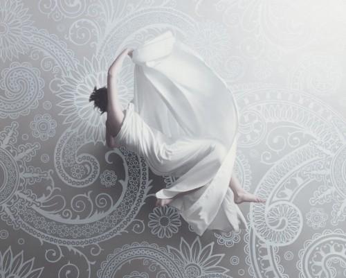Hyperrealistic Paintings of Women Floating in Mid-Air by Patrick Kramer