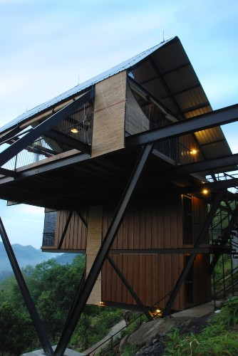 Floating Bungalow Has Undisrupted View of Sri Lankan Jungle