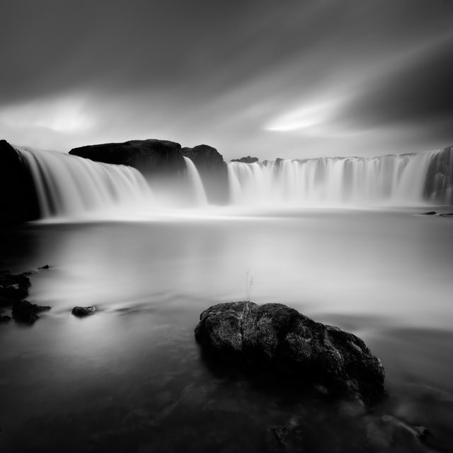 Dramatic Waters of Iceland (12 photos)